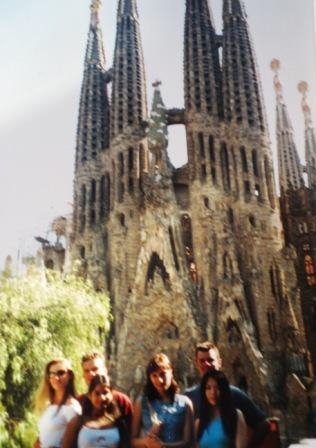 We friends posing in front of the weird church Sagrada Familia